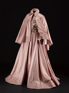 "1948 ball gown by Jacques Fath, Paris. ""Woman's ball gown of pale pink satin, full length sleeves with zip fastenings at wrists, bodice… Jacques Fath, Vintage Outfits, Vintage Dresses, 1940s Dresses, 1940s Fashion, Vintage Fashion, Vintage Couture, Designer Image, 20th Century Fashion"