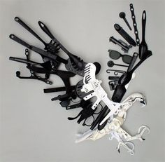 Sayaka Ganz Plastic Utensils Sculptures. Unique sculptures of animals made out of plastic utensils and kitchen tools. Recycled plastic sculptures created by Japanese artist Sayaka Ganz.