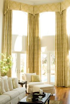 Lot's of window treatment ideas for spring. A new season is the perfect time to dress up your windows with clever upgrades of curtains, shades, blinds and more. – Check Out THE IMAGE for Various Ideas for Kitchen Window Treatments. Decor, Window Styles, Interior Design, Custom Window Treatments, Home, Bay Window Treatments, Interior, Elegant Draperies, Tall Window Treatments
