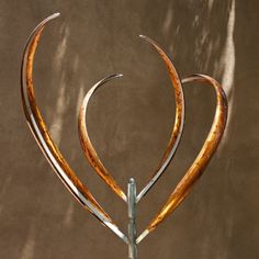 BLOOMING LILY 2 - BRONZED PATINA - Mark White, kinetic sculptures