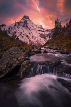 The Cascade Mountains - Washington State