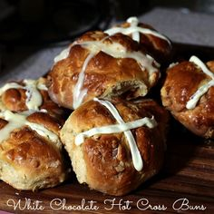 White-Chocolate-Hot-Cross-Buns
