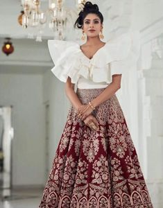 These Maroon Bridal Lehengas Are The New Bridal Color That You Must Consider. For more such bridal information, visit shaadiwish. Latest Bridal Lehenga, Indian Bridal Lehenga, Indian Bridal Wear, Indian Wedding Outfits, Indian Wear, Lehenga Color Combinations, New Dress Pattern, Velvet Dress Designs, Lehenga Jewellery