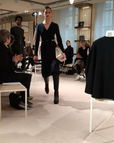 #에르메스 의 #17FW #precollection 쇼가 오늘 파리 포브르 생토노레 매장에서 진행되었습니다! 에르메스다운 고급스러운 소재들과 아름다운 컬러의 믹스매치가 돋보인 쇼를 #엘르코리아 와 함께 감상해보실까요? #ellekorea #pfw #파리 #패션 #Paris @hermes  via ELLE KOREA MAGAZINE OFFICIAL INSTAGRAM - Fashion Campaigns  Haute Couture  Advertising  Editorial Photography  Magazine Cover Designs  Supermodels  Runway Models