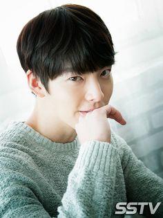 Heart broken after listening to the news. Get well soon oppa. Actors Male, Korean Actors, Actors & Actresses, Korean Idols, Kim Wo Bin, Won Bin, Man Crush Everyday, Drama Korea, Bae Suzy