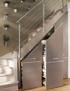 Often wasted, the available space (Ideas on How To Use Under Stairs as Saving Storage) below the stairs is synonymous with square meters in our favor. Staircase Storage, Stair Storage, Diy Storage Under Stairs, Small Staircase, Basement Storage, Home Stairs Design, Home Interior Design, House Stairs, Stairs To Loft