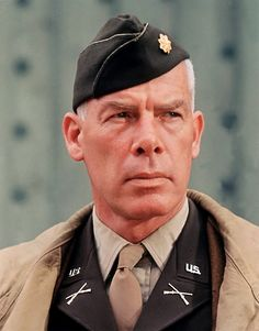 Lee Marvin (February 1924 – August was an American film and television actor. Marvin left school at 18 to enlist in the United States Marine Corps Reserve on August He served with the Marine Division in the Pacific Theater during World War II. Old Hollywood Stars, Hollywood Actor, Classic Hollywood, Classic Movie Stars, Classic Movies, Male Movie Stars, Famous Men, Famous Faces, Old Movies
