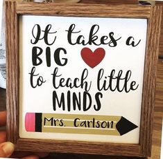 It takes a big heart to teach little minds/Teacher gift/Teacher Appreciation Gift/Teacher Wood Sign - Arbeitszimmer Easy Teacher Gifts, Teacher Gift Baskets, Teacher Christmas Gifts, Teacher Tote, Teacher Canvas, Fun Craft, Preschool Gifts, Tween Girl Gifts, School