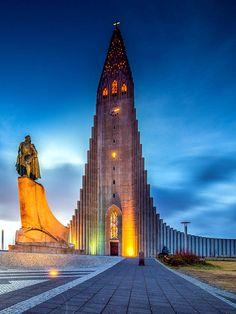 10 things not to miss in Iceland!  Check this blog for some great tips!
