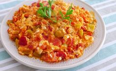 Turkish Fashion, Turkish Style, Menemen Recipe, Breakfast Items, Greek Recipes, Risotto, Sweet Home, Food And Drink, Eggs