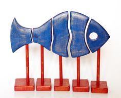 Рыба синяя золотистая.