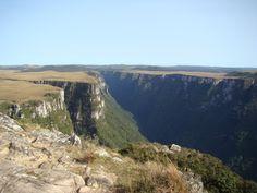 Paredões dos Aparados da Serra chegam a 900 metros de altura