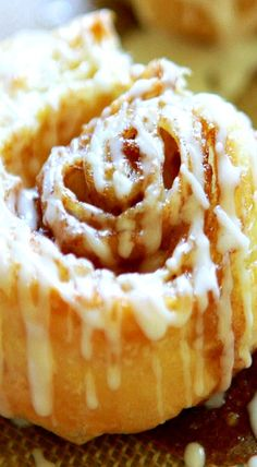 """Puff Pastry Cinnamon Rolls """" Puff Pastry Cinnamon Rolls is a simple and quick recipe! Made with pre-made puff pastry then topped with a sweet, vanilla icing! SO good, you will forget all about Starbucks Cinnamon Rolls Puff Pastry Desserts, Köstliche Desserts, Delicious Desserts, Dessert Recipes, Puff Pastries, Choux Pastry, Sweet Puff Pastry Recipes, Shortcrust Pastry, Sweet Roll Recipe"""