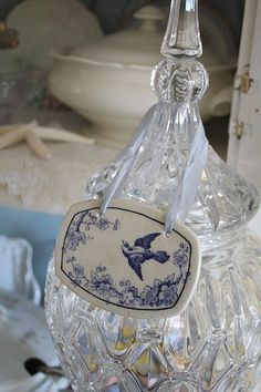 Blue And White China, Love Blue, Delft, Chinoiserie, Swarovski, White Cottage, White Decor, Bird Feathers, Blue Bird