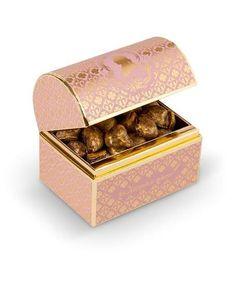 Macarons, Laduree Macaroons, Love Chocolate, Chocolate Lovers, Cake Packaging, Packaging Design, Laduree Paris, Coffee Shop Interior Design, Curated Gift Boxes