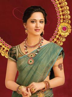 Anushka Shetty FanClub: Anushka In Saree Image Gallery South Indian Actress Photo, Indian Actress Photos, Beautiful Girl Indian, Most Beautiful Indian Actress, Beautiful Blouses, Beautiful Saree, Divas, Actress Anushka, Indian Jewellery Design