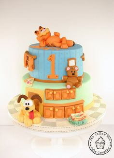 Garfield and Odie Birthday Cake by The Yellow Bee Cake Company (7/14/2012) View cake details here: http://cakesdecor.com/cakes/21573
