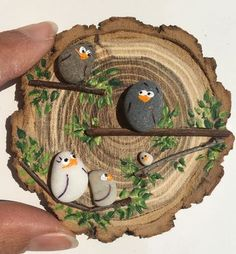 - Wood slice crafts -Deko - Wood slice crafts - 50 Amazing Painted Rocks Houses Ideas You'll Love The ultimate guide for DIY rock painting and craft ideas Stone Crafts, Rock Crafts, Diy And Crafts, Crafts For Kids, Arts And Crafts, Pebble Painting, Pebble Art, Stone Painting, Art Pierre