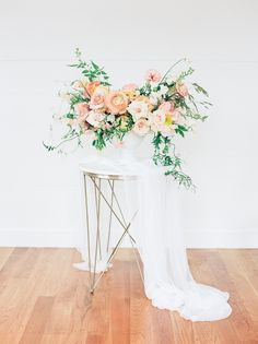 In love with this stunning bloomy floral by @slowdarling | Silk Table Runner by Becca Mercer of Oh Be Joyful Creative | Photo by @samikathrynphoto