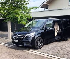 📞+41 (0) 43 508 07 99 📧 info@edelswiss-limousine.ch • • #edelswiss #edelswisslimousine #limousineservice #chauffeurservice #swissmade #switzerland #carrentalwithdriver #booknow #limousine #chauffeur #sitbackandrelax #feusisberg #schweiz #airporttransfers #mercedes #mercedesbenz #vclass #mercedesvclass #luxurycars #hotwheels #carsofinstagram #luxurytravel #travelawesome #travelinstyle #carphotography #photooftheday #sunnyday #beautiful #photo Luxury Travel, Luxury Cars, Sit Back And Relax, Car Photography, Car Rental, Travel Style, Hot Wheels, Sunny Days, Switzerland