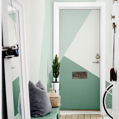   RINCON DE INSPIRACIÓN    Si estás cansado de un recibidor aburrido... ¡aplícale color! 👏 ¿Qué te parece el resultado? 😜  #pintoconinmacelis #pintura #efectopared  #pared #triángulo #color #decor #decoración  #tutorial #DIY #pintar #entrada #puerta  #plantas #mimbre @Bruguer Spare Room, Oversized Mirror, Bedroom Ideas, Diy, Furniture, Home Decor, Painted Wall Designs, Painted Front Doors, Tired