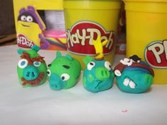 How to make piggies from angry birds with play doh