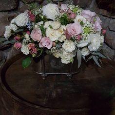 Bom dia! A delicadeza das flores e o requinte da prata aliada ao rústico. Adoro essa composição! #flowersbydidigheler #pastelflowers #rusticdecor