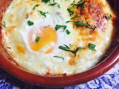 Huevos al horno con jamón y queso