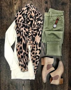 44 Casual Fall Outfits To Copy This Year – FriendWishes 22 fashion – Fashions Look Fashion, Fashion Outfits, Womens Fashion, Fashion Trends, Fashion Scarves, Fall Fashion, Trendy Fashion, High Fashion, Fall Winter Outfits