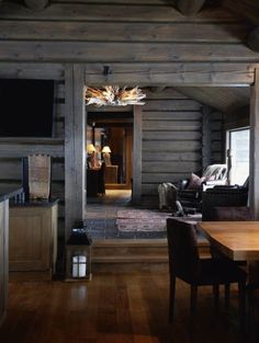 Whether you prefer the classic rustic cabin look or you're wanting to create a space with a more modern air, here are 27 beautiful log cabin interior design ideas to consider. Style At Home, Cabin Homes, Log Homes, Bar Design, House Design, Design Ideas, Cabin Interior Design, Design Bedroom, Bedroom Decor