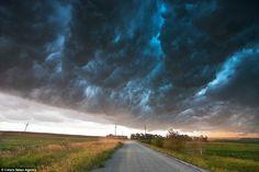 Bow Echo, Nebraska by Mike Hollingshead