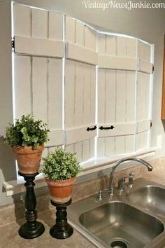 My HUGE kitchen window needs these! Unique DIY Kitchen Shutters from IKEA bed slats! Kitchen Window Treatments, Farmhouse Decor, Cheap Home Decor, Rustic House, Rustic Home Decor, Kitchen Shutters, Home Diy, Diy Window Treatments, Diy Window