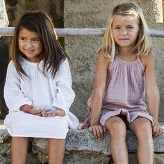 Commandez dès maintenant notre Robe Nina - blanc NUMERO 74. Robe enfant toutes saisons. Robe, tops, jupes : collection prêt-à-porter et accessoires enfants NUMERO 74 en coton doux et incontournables.