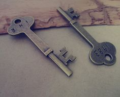 Hey, I found this really awesome Etsy listing at https://www.etsy.com/uk/listing/117726040/10pcs-of-antique-bronze-key-pendant
