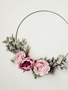 DIY Spring Peony Wreath, Home Accessories, What& more beautiful than peonies? Peonies in your own spring wreath! Check out this quick and simple tutorial to make your own DIY Peony wreath. Diy Spring Wreath, Diy Wreath, Door Wreaths, Ribbon Wreaths, Yarn Wreaths, Tulle Wreath, Winter Wreaths, Floral Wreaths, Burlap Wreaths