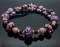 Unkitat-Glasperlencollier aus Muranoglas von Isisnoreia Pandora Charms, Charmed, Bracelets, Jewelry, Fashion, Celtic, Glass Beads, Bangles, Jewellery Making
