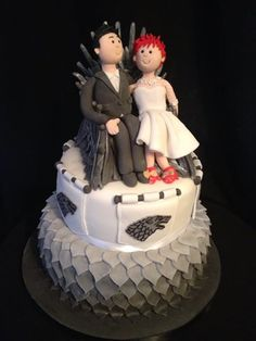 game+of+thrones+cake | Game of thrones wedding cake with personalised bride and groom toppers ...