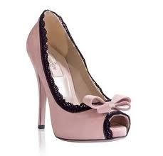 These look like shoes you'd wear with a sexy nightgown. zapatos de fiesta - Buscar con Google