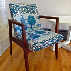 "GORGEOUS SHINY THINGS: Blue & White ""Slipholstered"" Chairs"