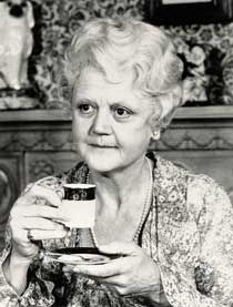 "Dame Angela Lansbury was the Miss Marple but only made one feature move in 1980 ""The Mirror Crack'd"". Also starring Liz Taylor, Kim Novak, Rock Hudson, Tony Curtis. A 16 year gap from the last MM movie. ( Born 1925 in London, England) Agatha Christie, Angela Lansbury, British Actresses, Actors & Actresses, British Actors, Hollywood Stars, Old Hollywood, Margaret Rutherford, Kim Novak"