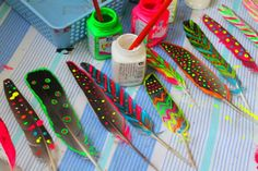 Painting on feathers.                                      Gloucestershire Resource Centre http://www.grcltd.org/scrapstore/