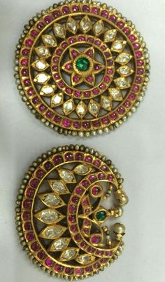 These are rare pieces of traditional jewelry used by bharatnaatyam dancers and also in south indian weddings for hairdo,,,Luv it. Antic Jewellery, Jewelry Ads, Head Jewelry, Royal Jewelry, Indian Jewellery Design, Temple Jewellery, India Jewelry, Diamond Jewelry, Jewelery