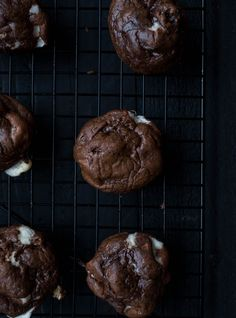 Sweet and spicy Mexican Hot Chocolate Cookies with gooey marshmallows and made with whole grain oat flour. Gluten-free and dairy-free. Gluten Free Cookie Recipes, Gluten Free Brownies, Gluten Free Sweets, Gluten Free Cookies, Hot Chocolate Cookies, Mexican Hot Chocolate, Melting Chocolate, Chocolate Recipes, Chocolate Heaven