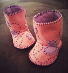Stivaletti bimba #ideedarte #lineababy #stivaletti #fattoamano #handmade #pantofole #pannolencio #feltro #faidate