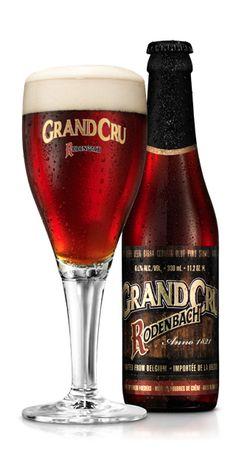 De Grand Cru van RODENBACH heeft gemiddeld veel langer in de eiken foeders van de Roeselaarse bierkathedraal gelegen en is daardoor een meer uitgesproken versie van de bierstijl 'Vlaams roodbruin bier'. RODENBACH Grand Cru bestaat uit 1/3 jong en 2/3 gedurende 2 jaar op eik gerijpt bier. Het resultaat is een complex bier met veel hout en esters, vineus en met een zeer lange afdronk net als een grand cru wijn.