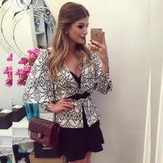 """""""{Night} De @mariquinhastore Muuuito amor na versão blazer capa! ❤️ • #lookdanoite #lookofthenight #ootn #selfie #blogtrendalert"""""""