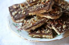 Chocolate Toffee Bark / Saltine Cracker Candy - Saltine crackers, spread with a boiled brown sugar and butter sauce, then topped with chocolate and nuts, sometimes called Fools Toffee, Christmas Crack or Crack because they are downright addictive. Cookie Desserts, Just Desserts, Delicious Desserts, Yummy Food, Holiday Desserts, Holiday Recipes, Saltine Cracker Candy, Saltine Crackers, Cracker Toffee