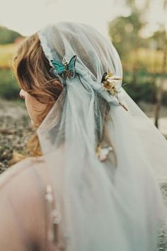 LOVE the idea of a colored bridal veil! Photo by Jonathan Ong. veil with butterflies. Wedding Mint Green, Green Weddings, Butterfly Wedding, Butterfly Hair, Wedding Veils, Bridal Veils, Wedding Dresses, Bridal Accessories, Wedding Jewelry
