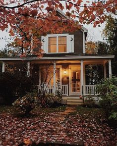 Wenn Du Cottage und New England mischen willst – dann lass Dich von diesem Bild inspirieren. If you want to mix Cottage and New England – let this image inspire you. Home Deco, Future House, House Goals, Life Goals, Cozy House, Curb Appeal, My Dream Home, Dream Life, Dream Homes