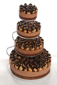 Il cheesecake ai profiteroles: il non plus ultra della golosità! Wedding Cake Decorations, Wedding Desserts, Wedding Cakes, Profiteroles, Eclairs, Chocolate Cheesecake, Chocolate Desserts, Chocolate Fudge, Chocolate Color